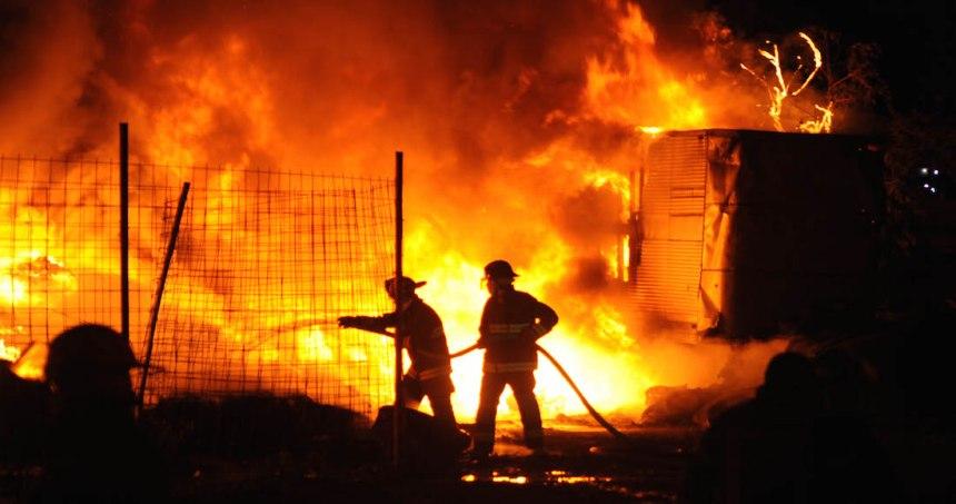 incendio tultitlan - VIDEOS: Fuerte incendio consume una bodega en calles de la colonia Morelos, en la CdMx