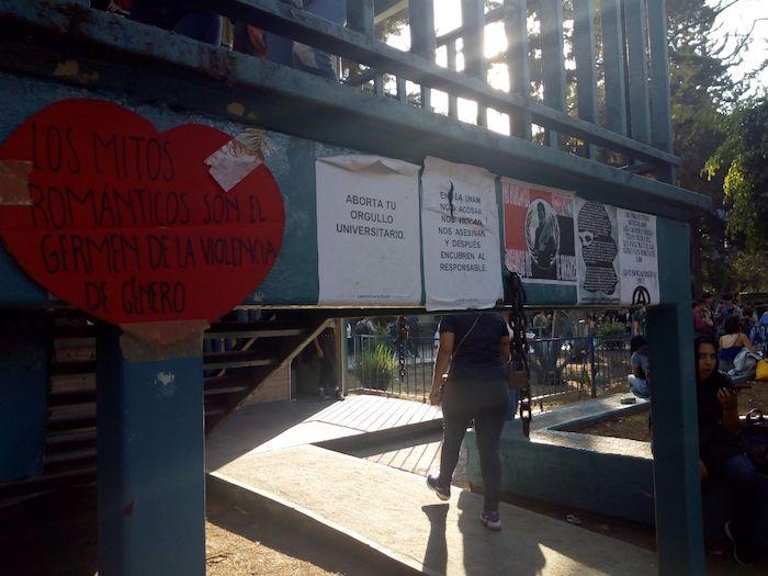 pancartas-de-protestas-en-la-UNAM