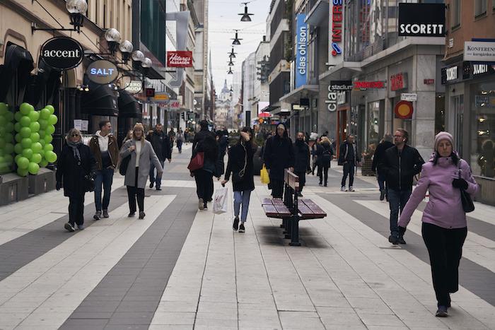 """ap20089630488872 - Otro atípico, como el de México: Suecia, sin cuarentena, apuesta a """"sana distancia"""". Y allí va, allí va..."""