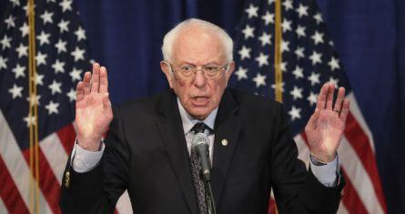 """""""El primero es que, apenas vieron despuntar a Bernie Sanders, los precandidatos demócratas moderados -o 'pro-establishment'-, incluido Buttigieg, no titubearon en bajarse sincrónicamente de la contienda y en sumarse a la campaña de Joe Biden"""". Foto: Charles Krupa, AP"""