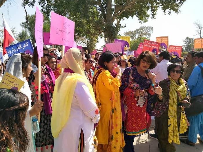 eslnybuxkaaewdx - Mujeres en el mundo marchan en el 8M con mensajes a favor de la igualdad y contra la violencia - #Noticias
