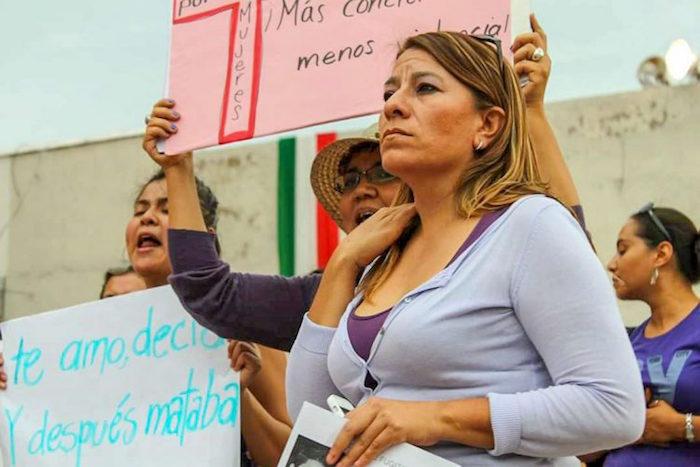 guanjuato - El cuerpo de una mujer es hallado con huellas de violencia debajo de un árbol en Puebla