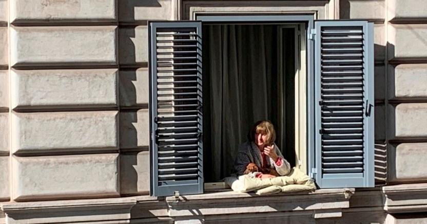 maria italia covid 19 - FOTOS: El COVID-19 despoja de las redes de seguridad social a los adultos mayores en España