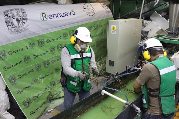 trabajadores unicel - Estudiantes de la UNAM fundan empresa para reciclar los desperdicios de unicel en México