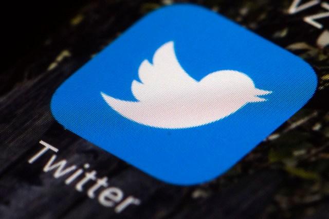 Fotografía de archivo del 26 de abril de 2017 del ícono de la app de Twitter en un teléfono móvil en Filadelfia.