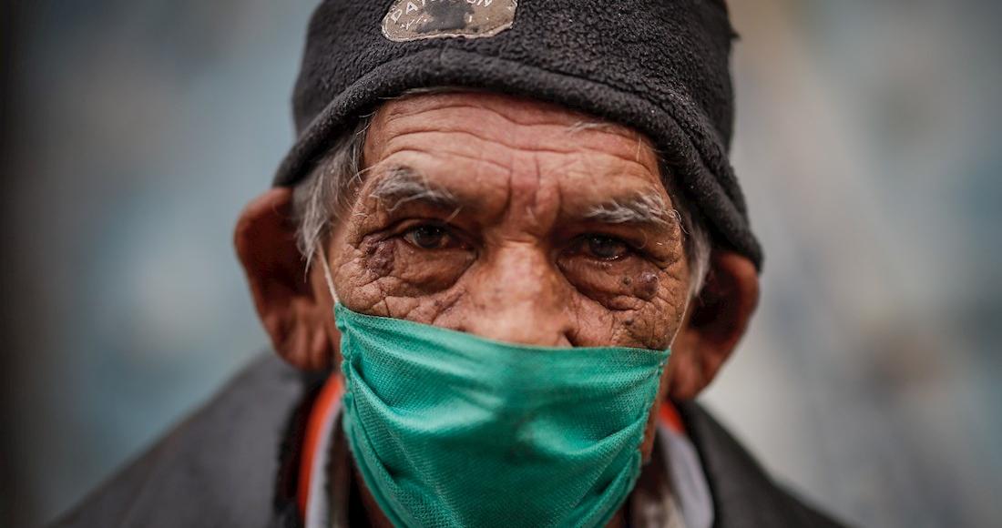 hombre-anciano-gorra-latinoamerica-cubrebocas-coronavirus