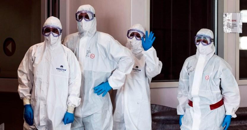 """italia voluntarios - Ministro de Italia rechaza propuesta de """"pasaporte sanitario"""" para viajes de verano en la pandemia"""