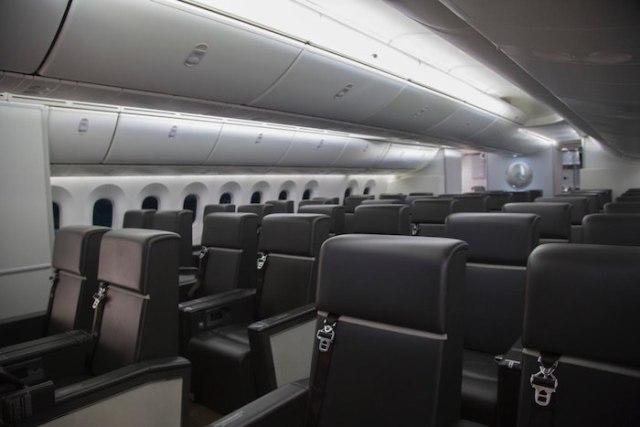 Asientos para los acompañantes en el avión presidencial.