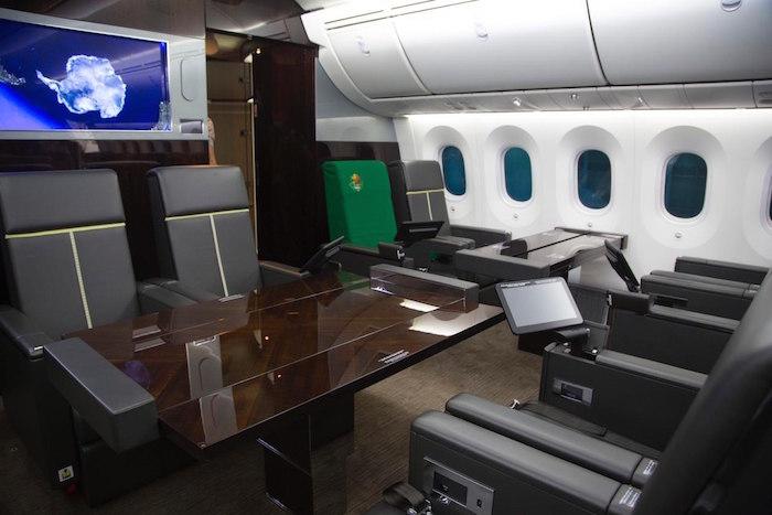 Asientos al interior del avión presidencial.