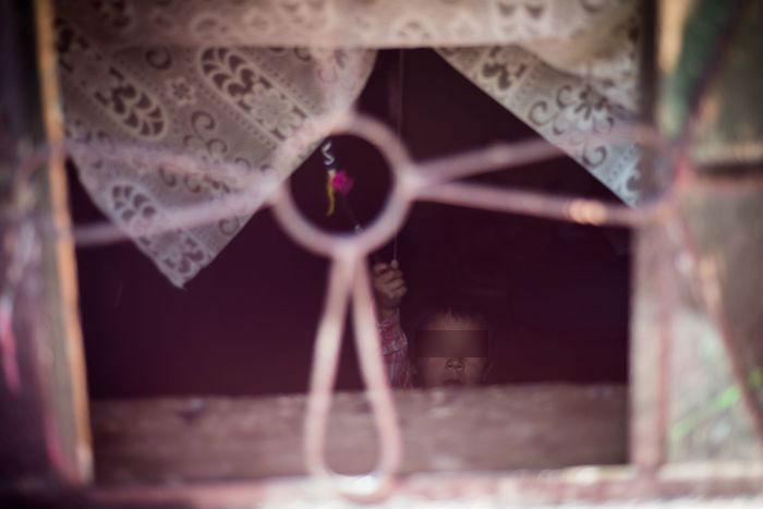 Un niño vive pobreza en Zacatecas.