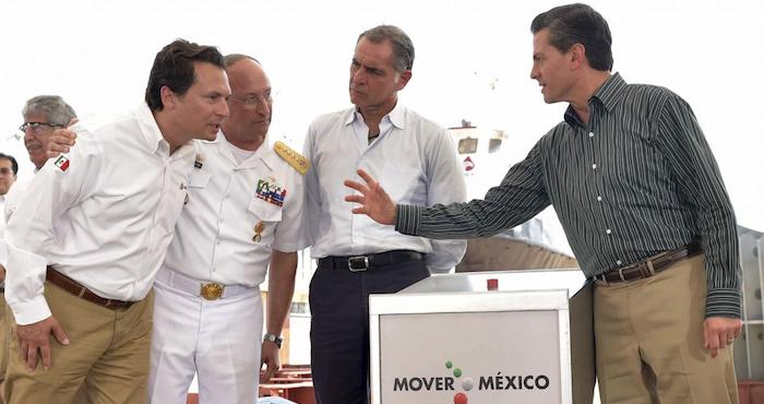 En el inicio de sus actividades públicas en 2015, el expresidente Enrique Peña Nieto en compañía de Emilio Lozoya Austín, exdirector de Pemex, anunciaron la construcción de 22 embarcaciones para la petrolera. Foto: Presidencia vía Cuartoscuro