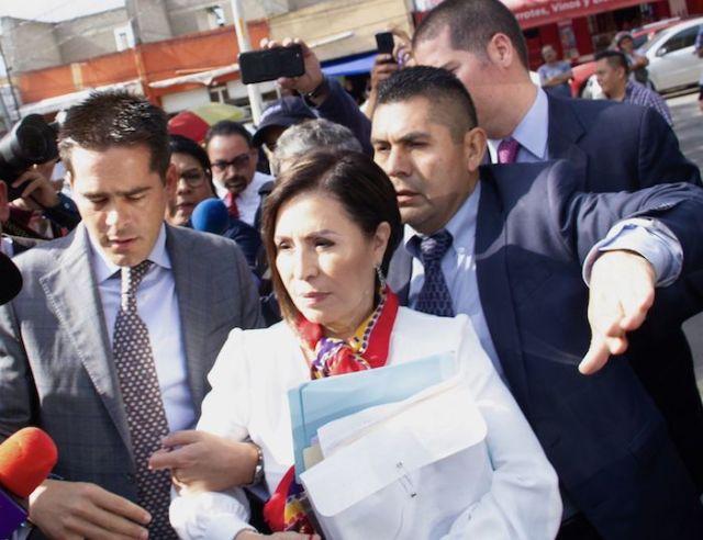 El pasado 12 de agosto de 2019, Rosario Robles, extitular de Sedesol y Sedatu, a su llegada a los juzgados del Reclusorio Sur, para presentarse a la audiencia por las acusaciones por el supuesto desvío de recursos durante su administración.