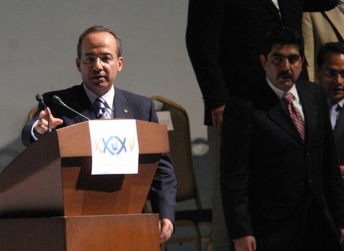 El entonces Presidente Felipe Calderón y el exdirigente del PAN, Manuel Espino, en 2007.