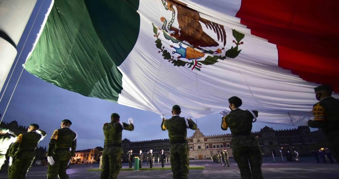 bandera-mexico-soldados