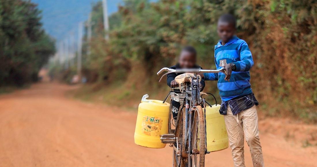 niños-afrodescendientes-agua
