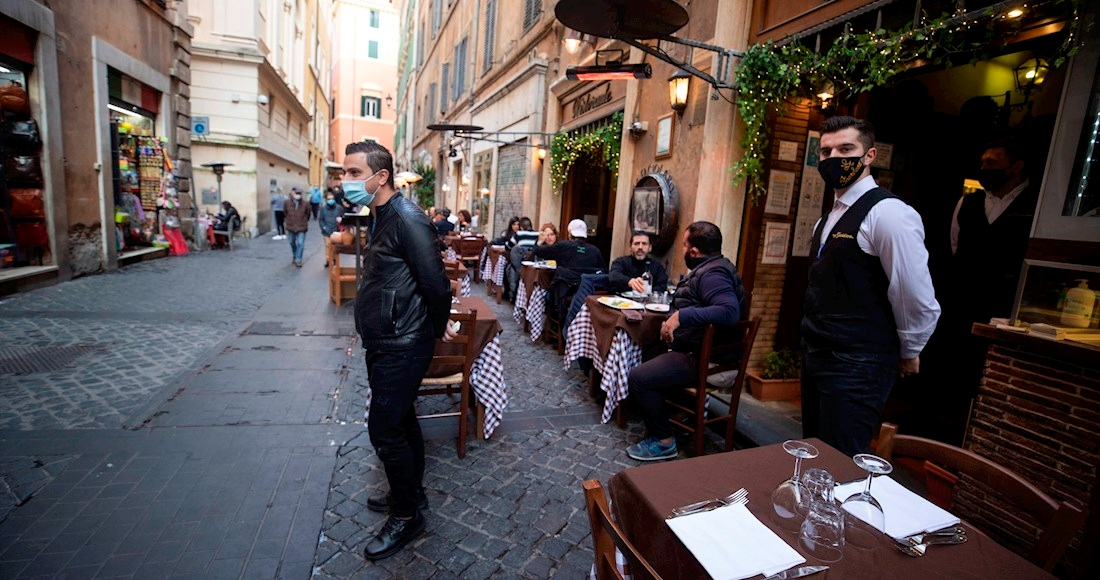 italia-restaurante-calle-mesero