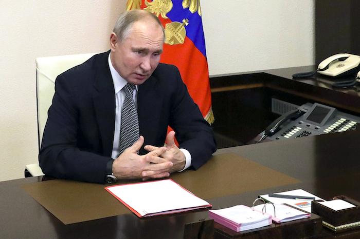 El Presidente ruso Vladimir Putin preside una reunión del Consejo de Seguridad a través de videoconferencia en la residencia Novo-Ogayovo en las afueras de Moscú, Rusia, el viernes 15 de enero de 2021.