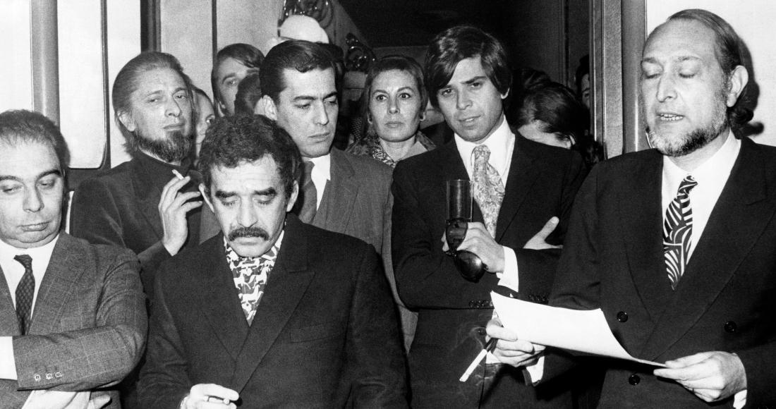 Imagen de 1970 en la que aparecen, entre otros escritores, Gabriel García Márquez y Mario Vargas Llosa (detrás 2i).