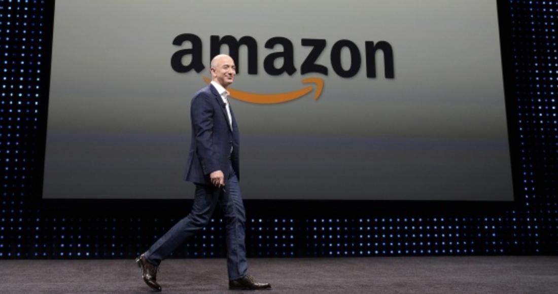 Foto de Jeff Bezos en una conferencia de prensa