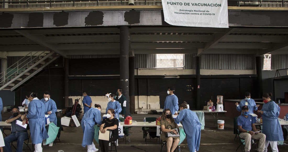 VACUNADOS-CONTRA-COVID-ENFERMAN-Y-MUEREN