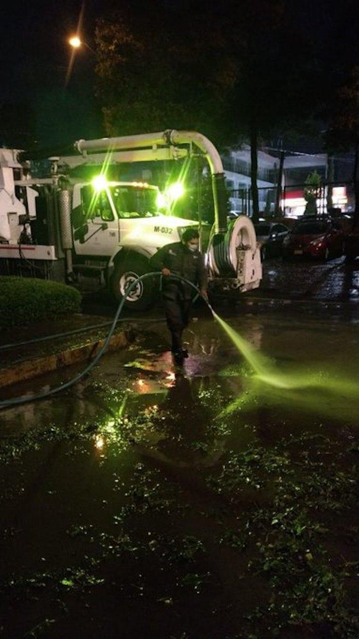 e5lt2f0x0amd40j - Pacientes de Hospital de Atizapán son evacuados