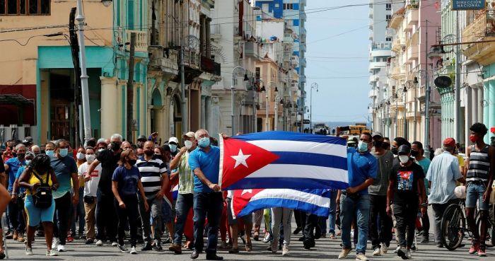 En el encuentro se abordaron las masivas protestas antigubernamentales del domingo.