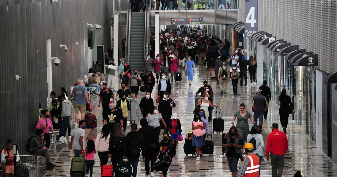 Expolicías federales bloquean acceso a Terminal 1 del AICM; exigen ayuda con créditos