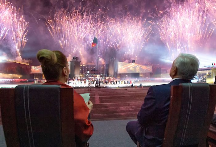 Andrés Manuel López Obrador, Constitutional President of the United Mexican States, and his wife Beatriz Gutiérrez Müller, presided over the show for the 200 years of the Consummation of Independence in Plaza de la Constitución.