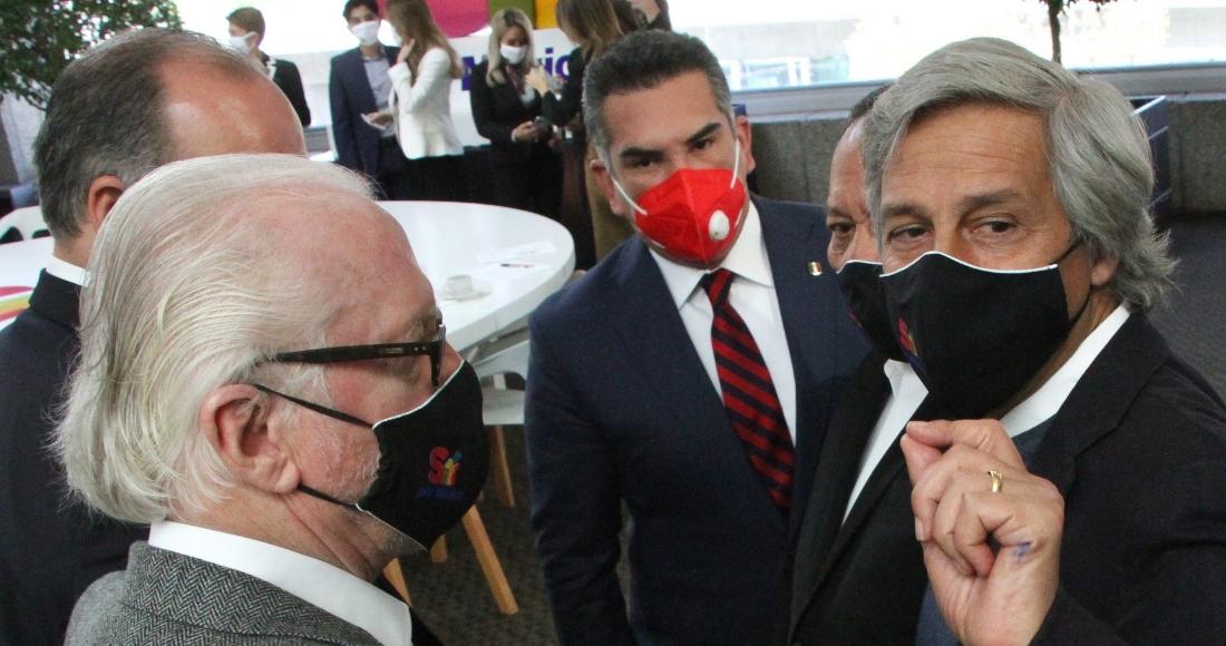 Alejando Moreno, líder del PRI; Jesús Zambrano, líder del PRD, y Claudio X. González Guajardo, al término de la convención de la iniciativa Sí por México, en el Hotel Royal.