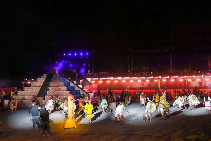 """With a multidisciplinary show that included acting, lights, sound, fireworks and dance, """"La Grandeza de México"""" was held in the Zócalo, as part of the celebrations of the 200 years of the Consummation of the Independence of Mexico."""