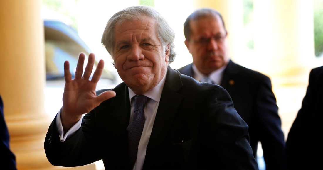 El Secretario General de la Organización de los Estados Americanos, Luis Almagro, llega al palacio presidencial en Asunción, Paraguay, el 18 de noviembre del 2019.