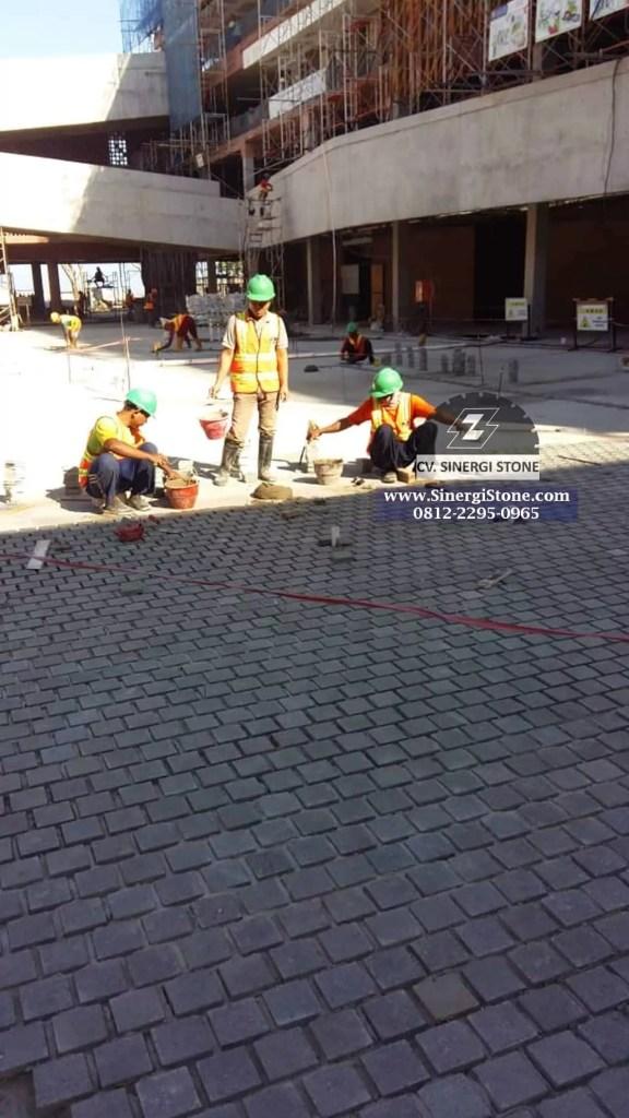 manfaat batu andesit Cirebon untuk paving block
