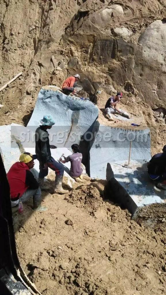 lokasi penambangan batu andesit yang ekstrim