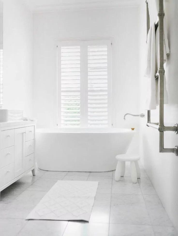 motif keramik kamar mandi warna putih