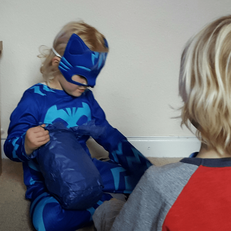 PJMasks pass the parcel
