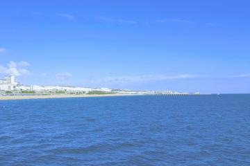 brighton-seafront-sunny-day