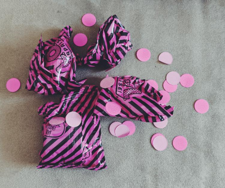 lol-surprose-confetti-pop-contents