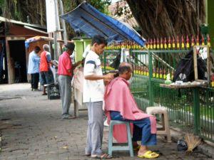 Peluquerías callejeras en Jogja