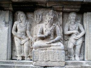 Relieve en el templo de Prambanan - qué ver en Indonesia