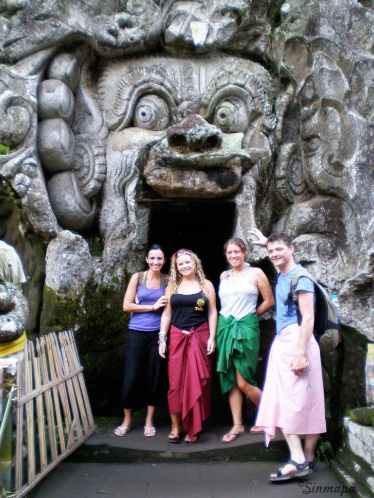 Entrada a la cueva de elefante en Ubud, Bali, Indonesia