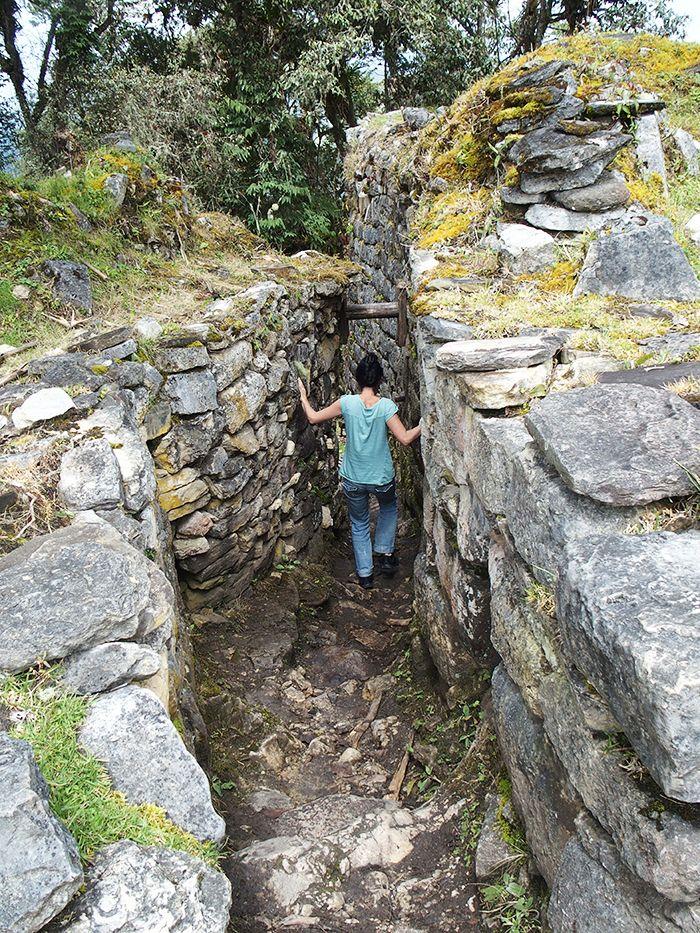 Accediendo al Pueblo Bajo desde el Alto, por uno de los accesos interiores