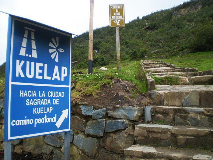 Cartel de acceso a Kuelap