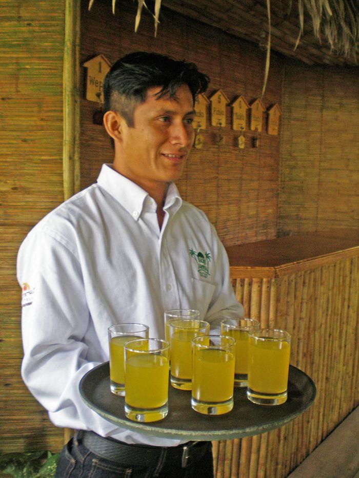 Recibimiento en el Pacaya Samiria Amazon Lodge