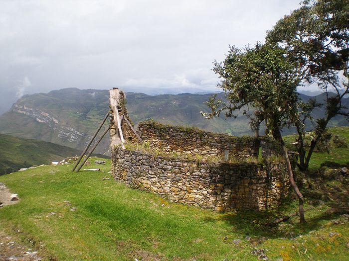 Ruinas de una vivienda en Kuelap Peru