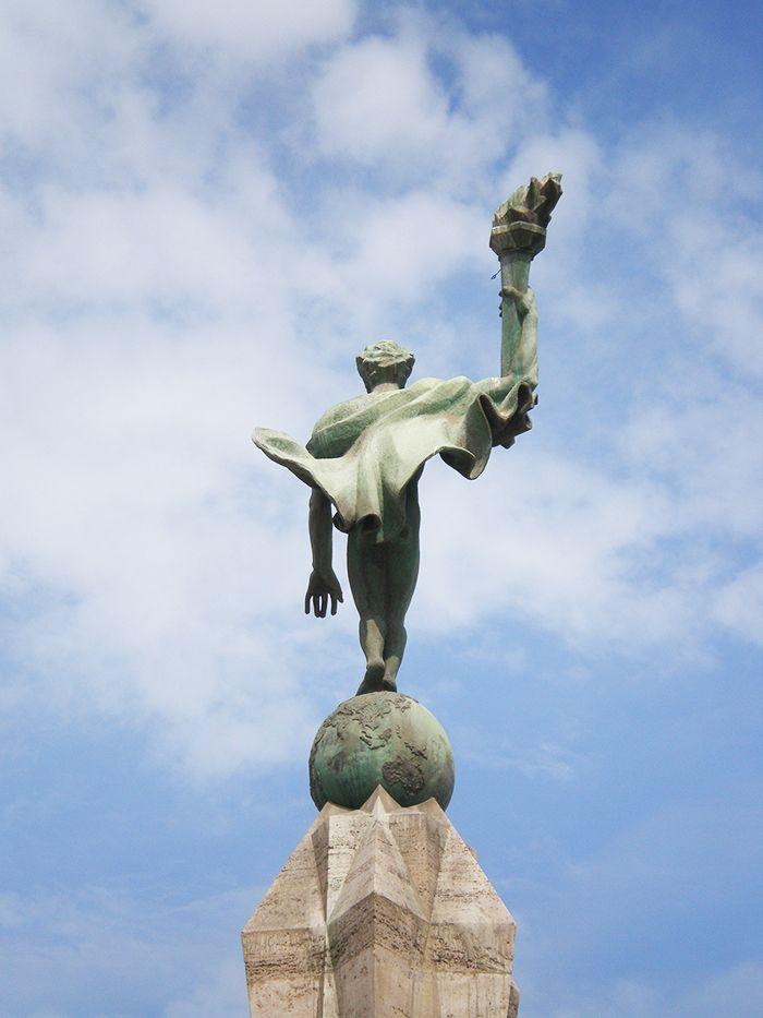 Detalle del monumento a la libertad en Trujillo Peru