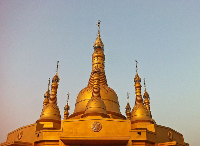 Cúpula dorada de la pagoda del centro de vipassana*