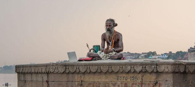 Cremaciones, purificaciones y cotidianidad en Varanasi