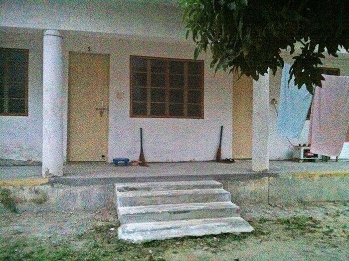 La entrada a mi habitación. Bloque B.* experiencia vipassana