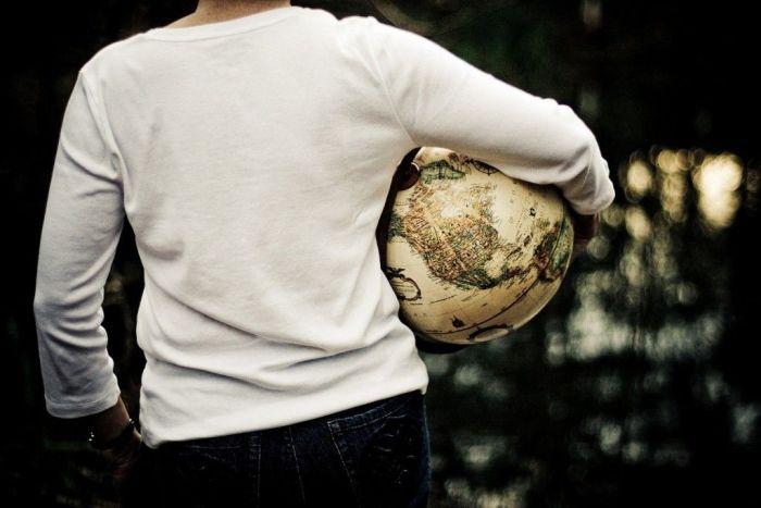 Viajera-bola-mundo-destinos-mujeres