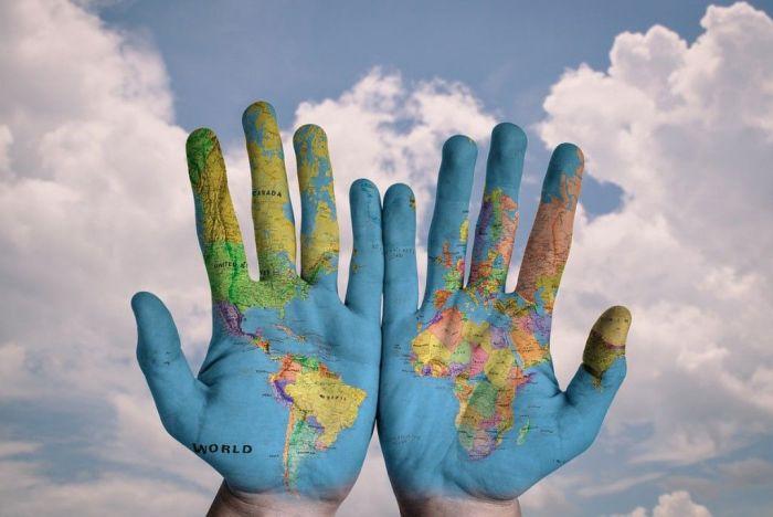 manos-pintadas-mundo-WEB vuelta al mundo